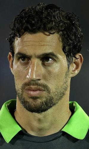 20.nov.2013 - Martín Silva, goleiro do Uruguai, fica perfilado antes do jogo contra a Jordânia pela repescagem para a Copa do Mundo-2014