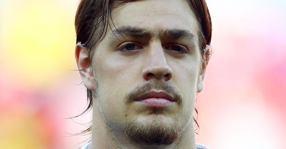 23.jun.2013 - Sebastián Coates, do Uruguai, se perfila antes do jogo contra o Taiti pela Copa das Confederações
