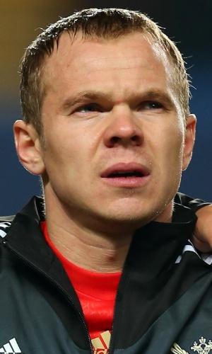 25.mar.2013 - Aleksandr Anyukov, da Rússia, canta o hino nacional antes do amistoso contra o Brasil em Londres