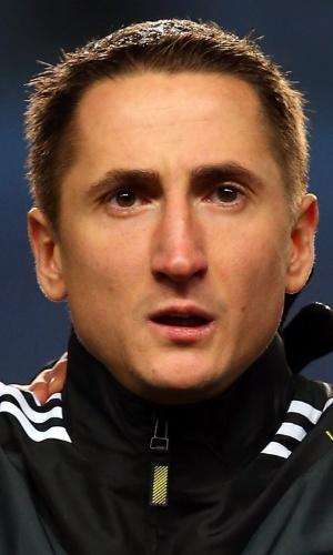 25.mar.2013 - Vladimir Bystrov, da Rússia, fica perfilado antes do amistoso contra o Brasil em Londres