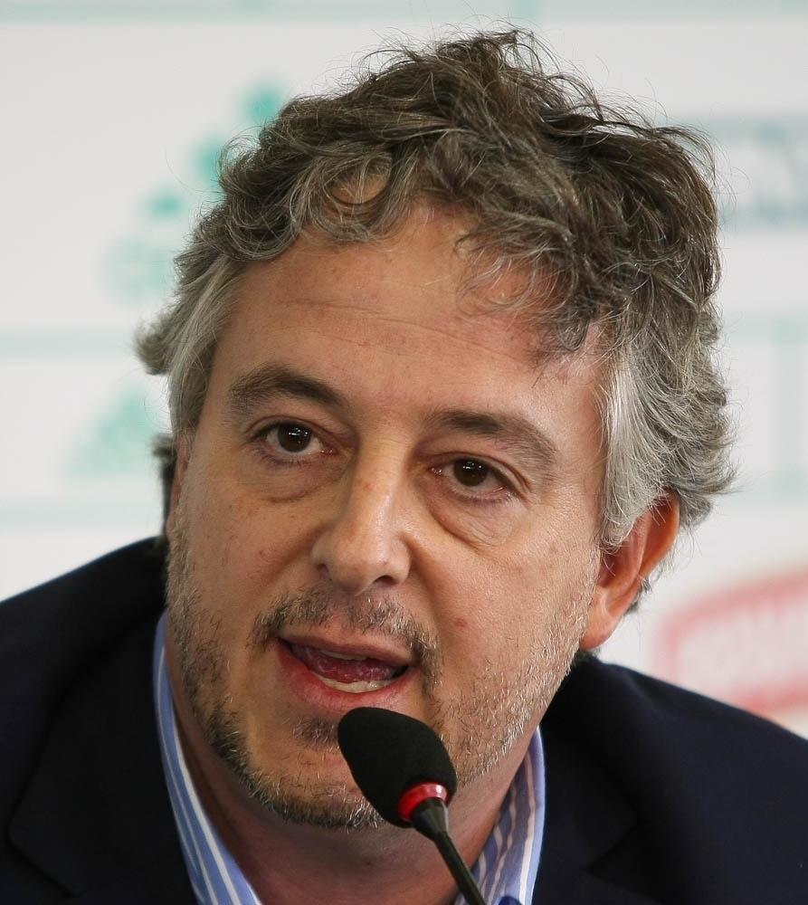 28-04-2014 - Paulo Nobre dá entrevista para explicar saída de Alan Kardec