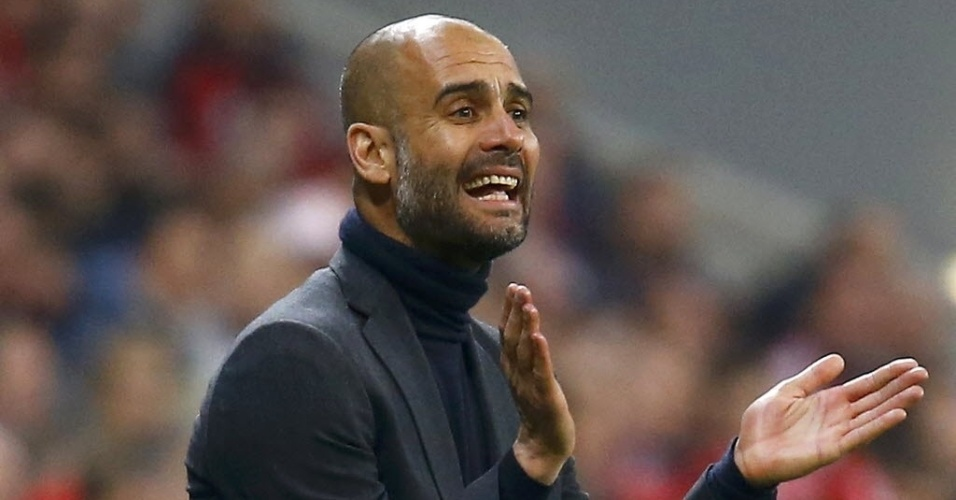 Guardiola tenta incentivar jogadores do Bayern na partida contra o Real (29.abr.2014)