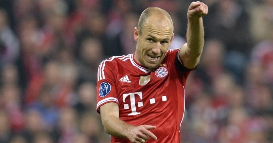 Robben orienta a equipe do Bayern de Munique durante jogo contra o Real (29.abr.2014)