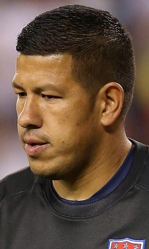 02.04.2014 - Nick Rimando, goleiro dos EUA, acompanha jogada durante amistoso contra o México
