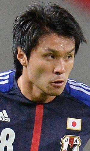 06.set.2013 - Masato Kudo, do Japão, domina a bola durante amistoso contra a Guatemala em Yokohama