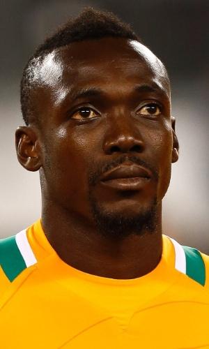 14.ago.2013 - Arthur Boka, da Costa do Marfim, se perfila antes do amistoso contra o México em Nova Jersey