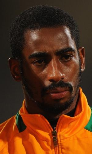 16.nov.2013 - Boubacar Barry, goleiro da Costa do Marfim, fica perfilado antes da partida contra Senegal pelas eliminatórias da Copa do Mundo-2014