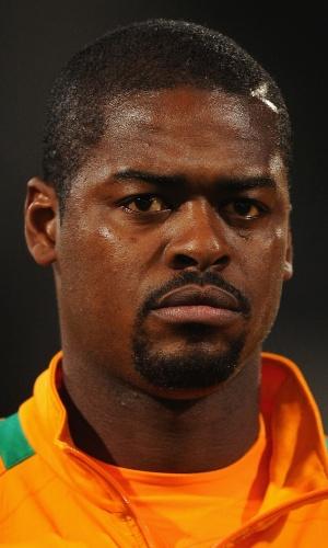 16.nov.2013 - Koffi N'dri Romaric, da Costa do Marfim, se perfila antes da partida contra Senegal pelas eliminatórias da Copa do Mundo-2014
