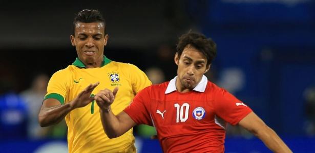 Valdivia terá a companhia de Vidal e Mena na seleção chilena