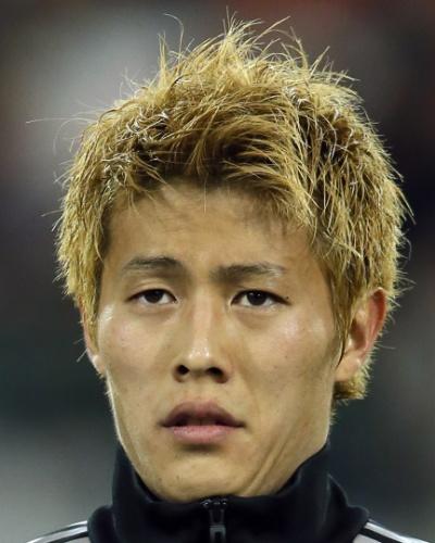 19.nov.2013 - Yoichiro Kakitani, do Japão, fica perfilado antes do amistoso contra a Bélgica em Bruxelas