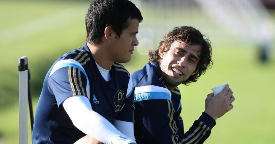 29-04-2014 - Valdivia e Mendieta conversam durante treino do Palmeiras