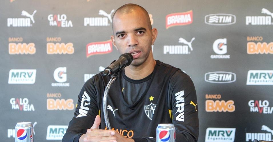 30 abril 2014 - Diego Tardelli negou, em entrevista na Cidade do Galo, que tenha sido barrado pelo técnico Levir Culpi