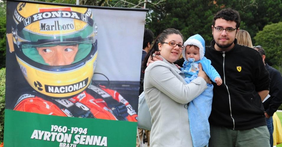 Fãs visitam túmulo de Senna neste 1º de maio, que marca os 20 anos da morte do piloto