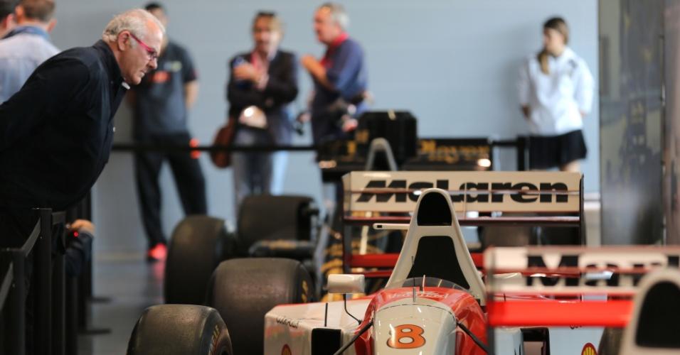 Ímola tem evento em homenagem a Senna com exposição de carros antigos