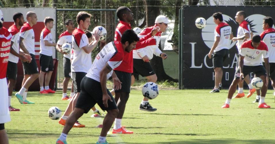 Juan participa de treino com jogadores que entraram no jogo contra o Cuiabá e com os que não viajaram para o Mato Grosso