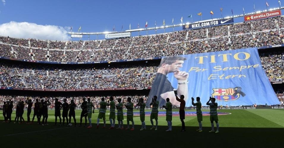 03.mai.2014 - Barcelona presta homenagem ao seu ex-técnico Tito Vilanova antes da partida contra o Getafe pelo Campeonato Espanhol