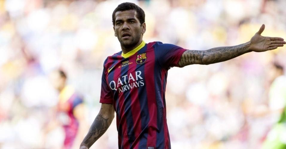 03.mai.2014 - Daniel Alves reclama de lance na partida entre Barcelona e Getafe pelo Campeonato Espanhol