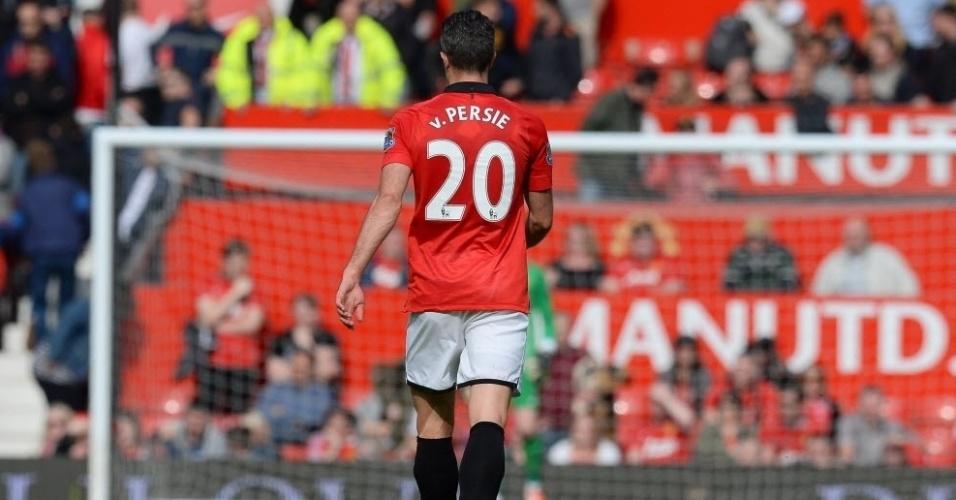 03.mai.2014 - Robin van Persie caminha no gramado do Old Trafford durante a partida entre Manchester United e Sunderland pela penúltima rodada do Campeonato Inglês