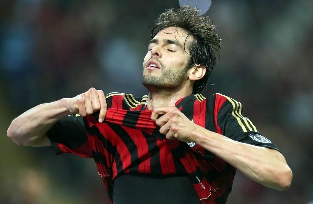 04.mai.2014 - Kaká lamenta após acertar o travessão da Inter de Milão no clássico italiano
