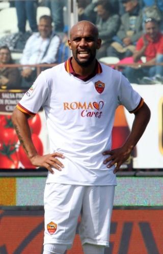04.mai.2014 - Lateral brasileiro Maicon lamenta derrota da Roma para o Catania por 4 a 1 no Campeonato Italiano