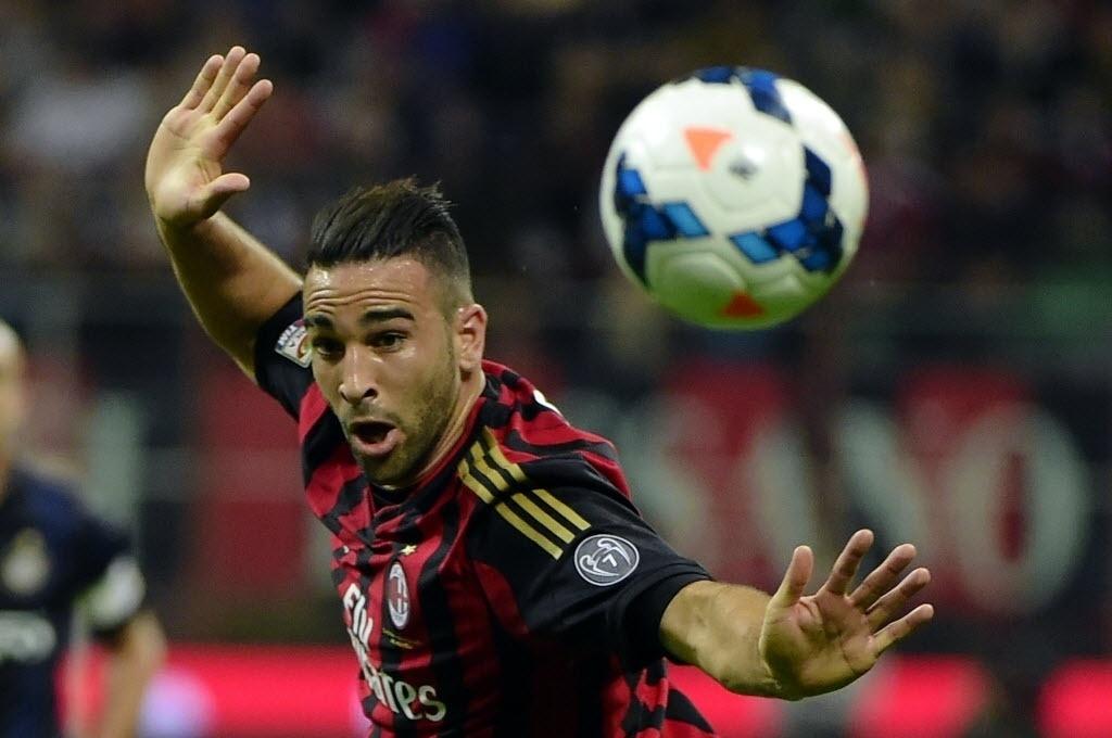 04.mai.2014 - Zagueiro do Milan, Adil Rami cabeceia na partida contra a Inter de Milão pelo Campeonato Italiano