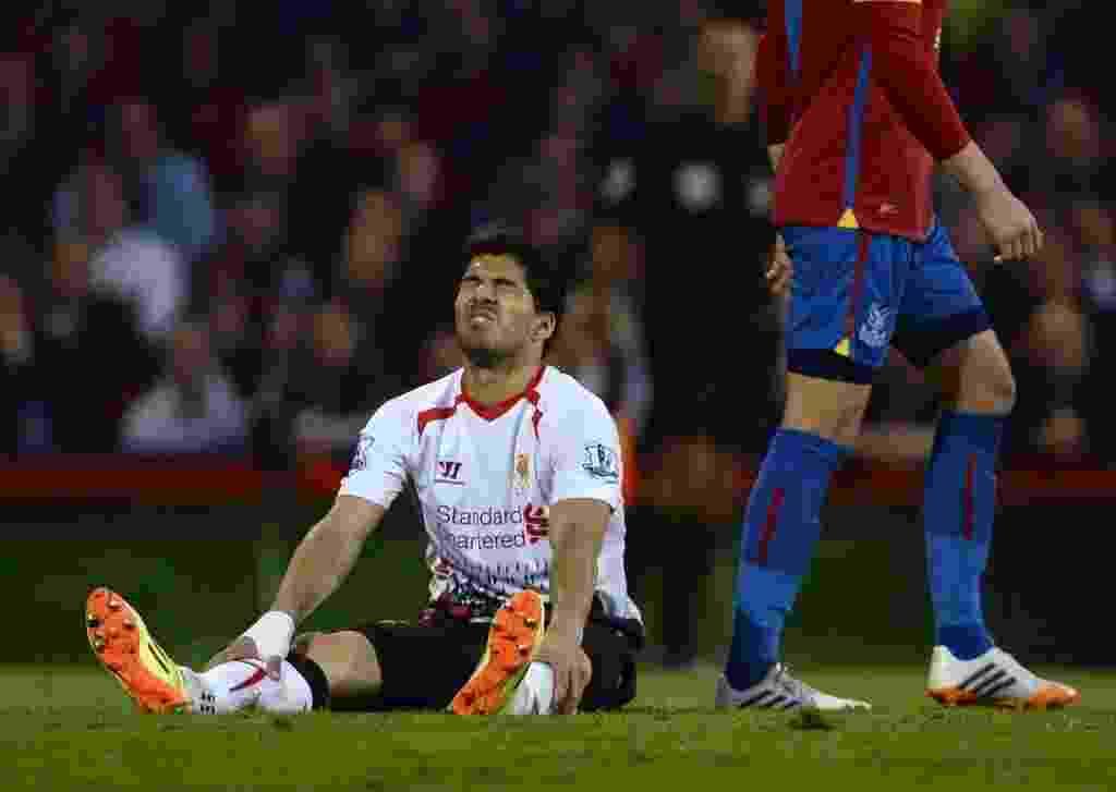05.mai.2014 - Suárez se lamenta no empate do Liverpool com o Crystal Palace - DYLAN MARTINEZ/Reuters