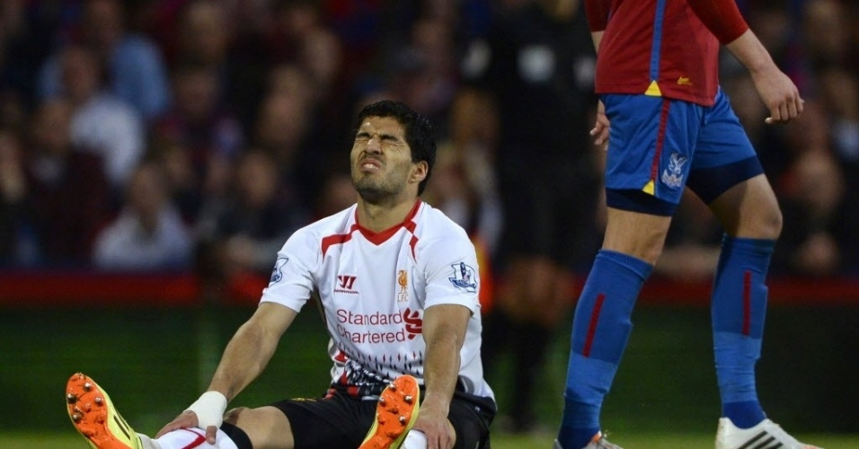 05.mai.2014 - Suárez se lamenta no empate do Liverpool com o Crystal Palace