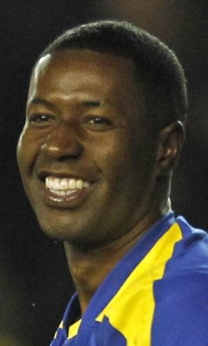 05.mar.2014 - Edison Méndez (d), do Equador, comemora após marcar um gol no amistoso contra a Austrália em Londres