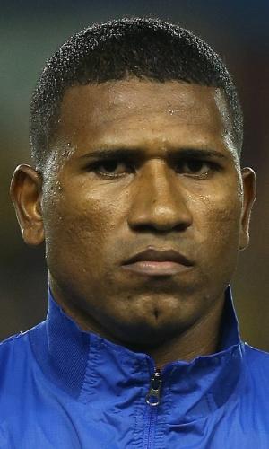 05.mar.2014 - Jorge Guagua, do Equador, fica perfilado antes do amistoso contra a Austrália em Londres