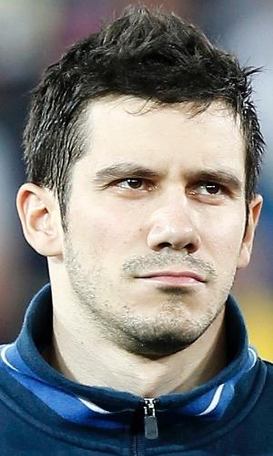 05.mar.2014 - Mensur Mujdza, da Bósnia, se perfila antes do amistoso contra o Egito em Innsbruck (Áustria)