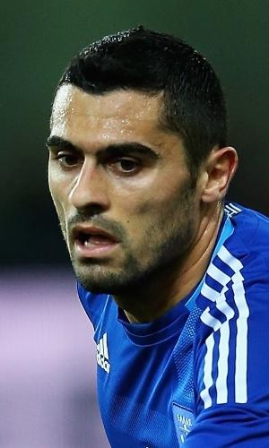06.fev.2013 - Nikos Spyropoulos, da Grécia, corre durante o amistoso contra a Suíça em Atenas