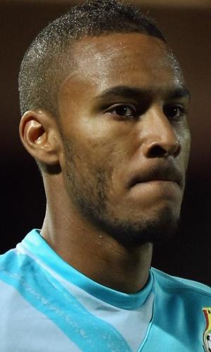 11.out.2011 - Adam Kwarasey, goleiro de Gana, deixa o campo após o amistoso contra a Nigéria em Watford