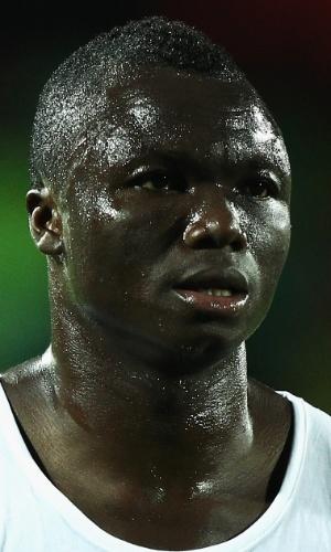11.out.2011 - Dominic Adiyiah, de Gana, deixa o campo após o amistoso contra a Nigéria em Watford