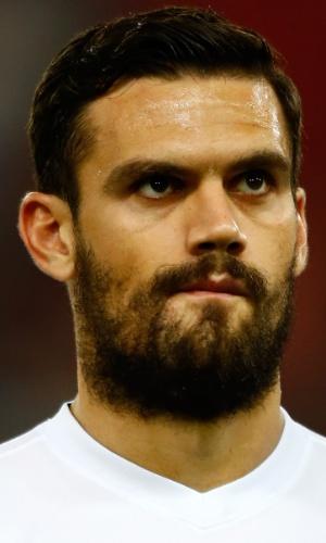 15.out.2013 - Alexandros Tziolis, da Grécia, se perfila antes da partida contra Liechtenstein pelas eliminatórias da Copa do Mundo-2014