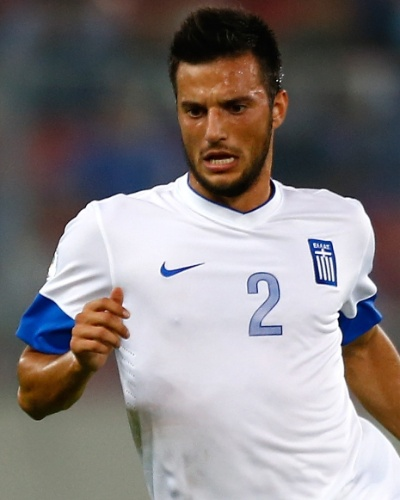 15.out.2013 - Andreas Samaris, da Grécia, domina a bola durante a partida contra Liechtenstein pelas eliminatórias da Copa do Mundo-2014