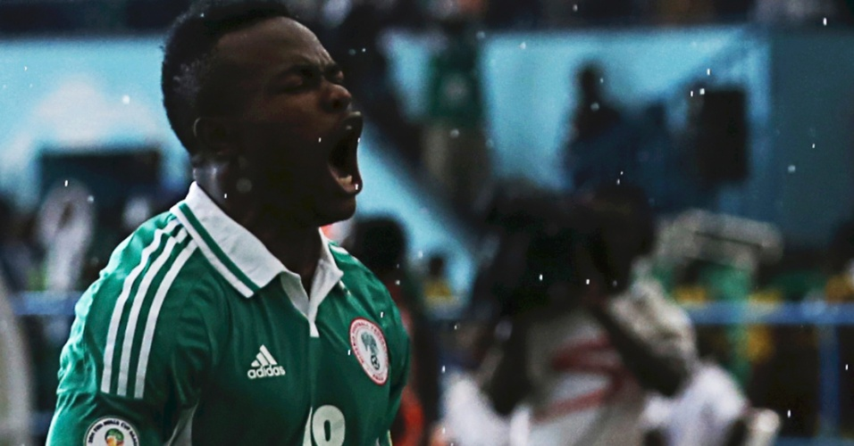 16.nov.2013 - Victor Obinna, da Nigéria, comemora após marcar um gol na partida contra Burkina Fasso pelas eliminatórias da Copa do Mundo-2014