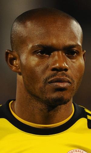 18.nov.2013 - Austine Ejide, goleiro da Nigéria, fica perfilado antes do amistoso contra a Itália em Londres