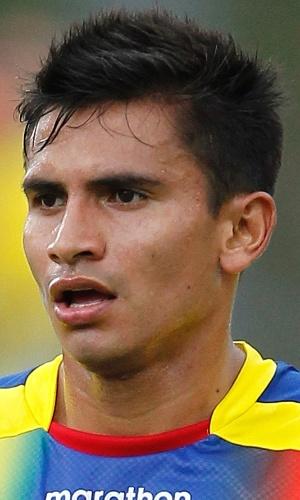 29.mai.2013 - Luis Fernando Saritama, do Equador, observa seus companheiros durante amistoso contra a Alemanha na Flórida