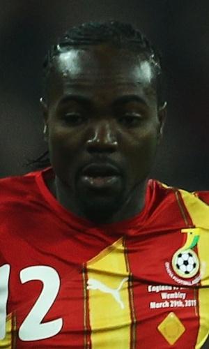 29.mar.2011 - Prince Tagoe, de Gana, domina a bola durante amistoso contra a Inglaterra em Wembley