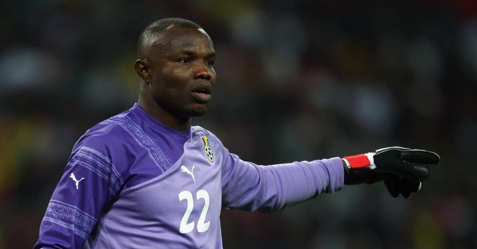 29.mar.2011 - Richard Kingson, goleiro de Gana, orienta seus companheiros durante amistoso contra a Inglaterra em Londres