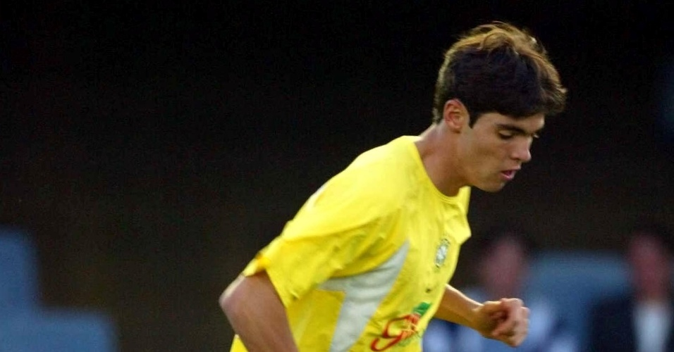 Kaká, meia da seleção brasileira, treina sozinho em Barcelona, em 2002, antes da Copa do Mundo na Ásia