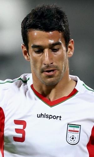 11.jun.2013 - Ehsan Hajsafi, do Irã, tenta dominar a bola durante a partida contra o Líbano pelas eliminatórias da Copa do Mundo-2014