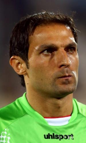 15.out.2013 - Rahman Ahmadi, goleiro do Irã, fica perfilado antes da partida contra a Tailândia pelas eliminatórias da Copa da Ásia
