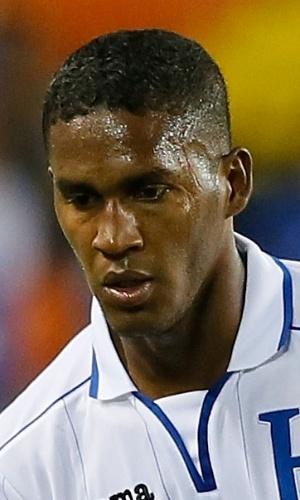 19.nov.2013 - Brayan Beckeles, de Honduras, domina a bola durante amistoso contra o Equador nos EUA