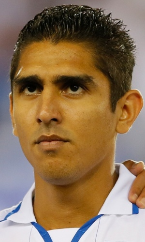 19.nov.2013 - Jorge Claros, de Honduras, se perfila antes do amistoso contra o Equador nos EUA