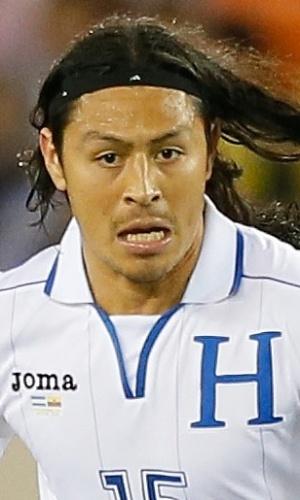 19.nov.2013 - Roger Espinoza, de Honduras, parte com a bola dominada durante amistoso contra o Equador nos EUA