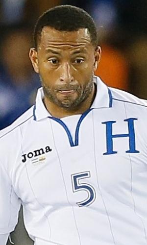 19.nov.2013 - Victor Bernárdez, de Honduras, toca a bola durante amistoso contra o Equador nos EUA