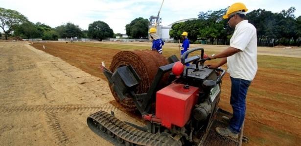 COT da UFMT, em Cuiabá, recebeu gramado em abril e ainda não concluiu 13% de suas obras