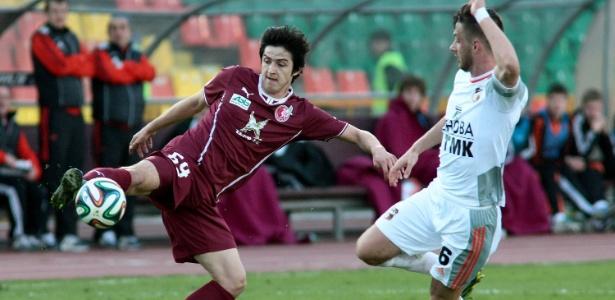 Sardar Azmoun (e), do Rubin Kazan, foi pré-convocado para a Copa pelo Irã