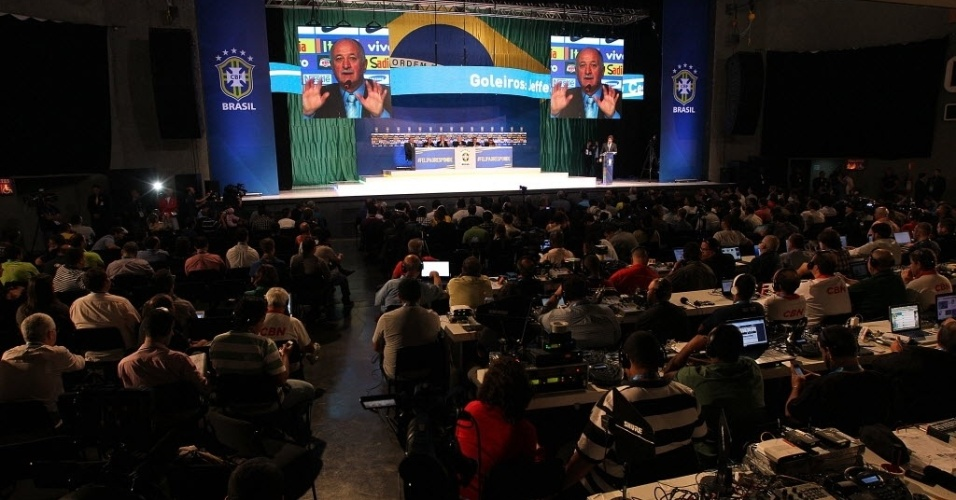07.mai.2014 - Felipão anuncia os 23 convocados para a Copa do Mundo